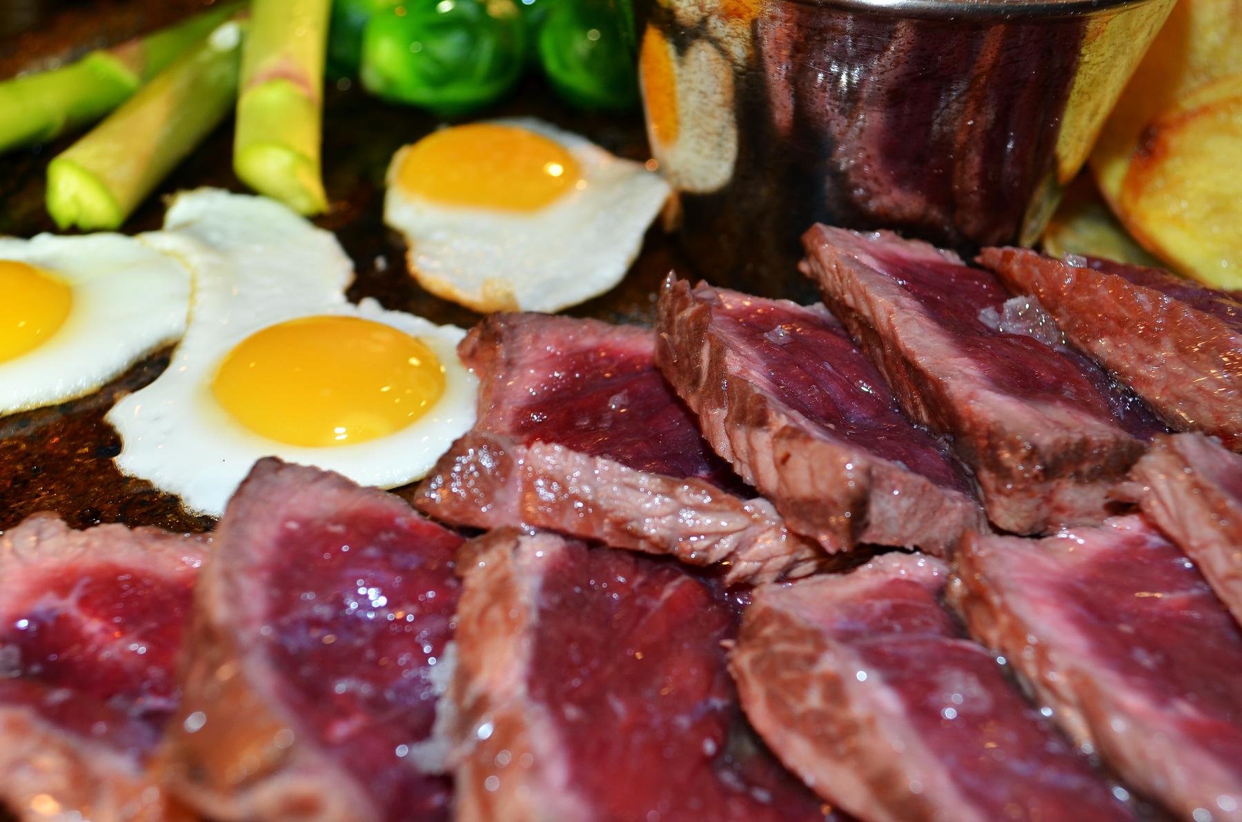 carne en restaurante shakti en albir de espana