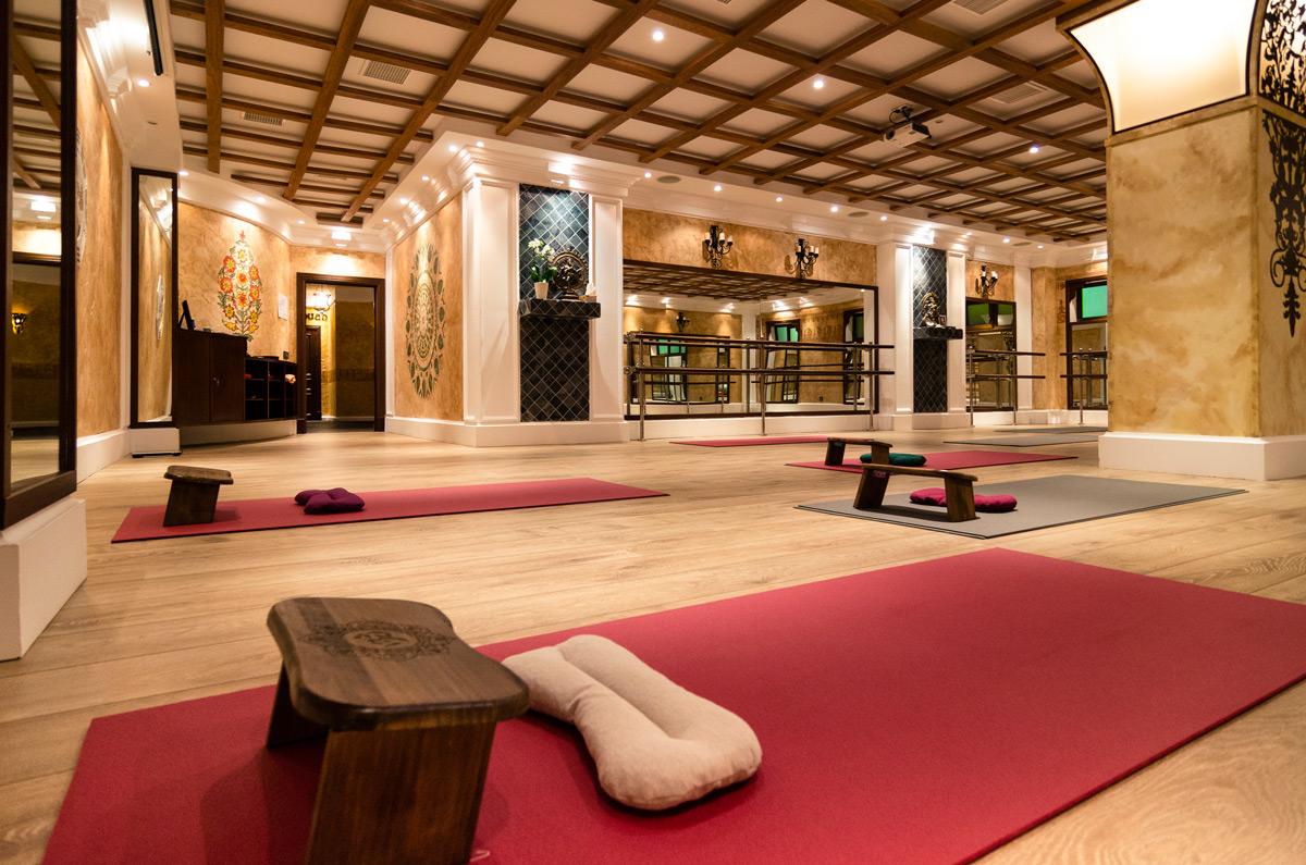 Yoga Interior Yoga Center Massages Thai Restaurant