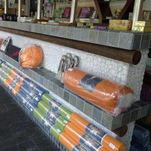 albir-magasin-tovarov-dlya-yogi-store-for-yoga-almacenar-para-el-yoga-speichern-yoga