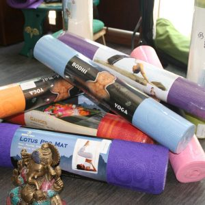 yoga-tovari-store-for-yoga-almacenar-para-el-yoga-speichern-yoga-spain